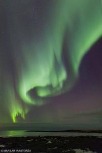 Auroral boreal a las afueras de Reykjavik